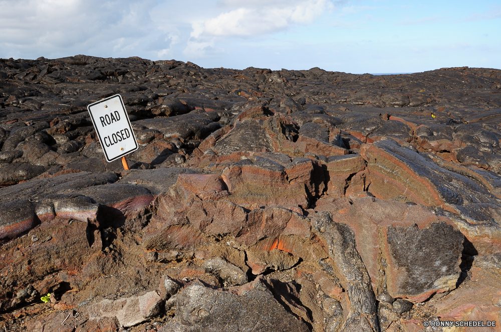 Hawaii Volcanos National Park Berg Müll Landschaft Himmel Fels Stein Berge Reisen Wüste Messing Vulkan Wildnis Sand Hügel Gedenkstätte trocken im freien Tourismus Park im freien Struktur Felsen landschaftlich Geologie Spitze Urlaub Wolke Sommer Klippe Wolken Fluss Tal hoch vulkanische niemand Land Süden außerhalb Architektur Erde Insel natürliche nationalen Bäume Barrier Extreme Bereich Hochland Tag Meer Backstein Küste Lava Baum Arid Strand Wasser Szene Abenteuer Reise alt See Umgebung Horizont Boden Dürre Gelände Aufstieg Wandern Panorama Landschaften Panorama Baumaterial Mauer Tourist Sonne Ökologie schmutzig Szenerie Steigung Frühling Schlucht mountain rubbish landscape sky rock stone mountains travel desert brass volcano wilderness sand hill memorial dry outdoors tourism park outdoor structure rocks scenic geology peak vacation cloud summer cliff clouds river valley high volcanic nobody land south outside architecture earth island natural national trees barrier extreme range highland day sea brick coast lava tree arid beach water scene adventure journey old lake environment horizon ground drought terrain ascent hiking panoramic scenics panorama building material wall tourist sun ecology dirty scenery slope spring canyon