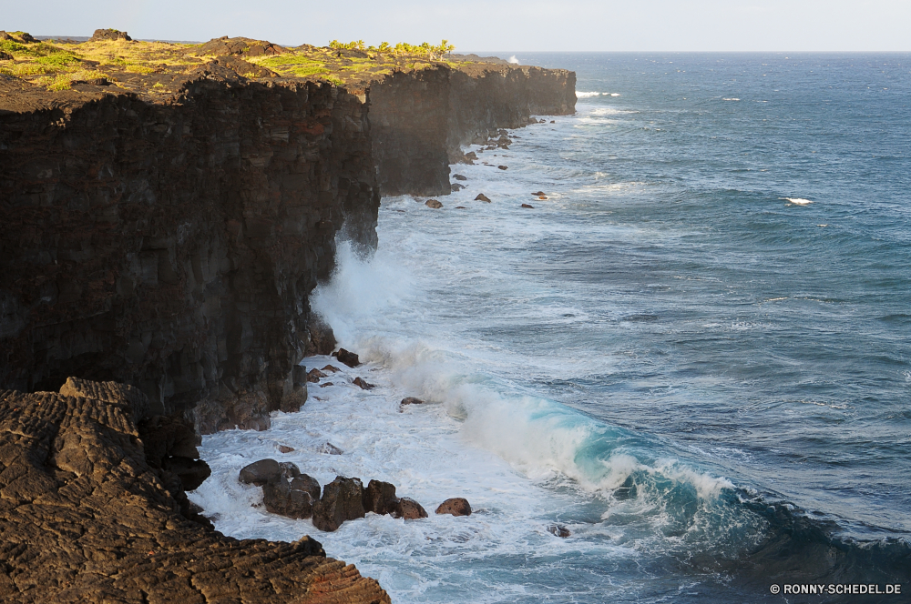 Hawaii Volcanos National Park Ozean Meer Küste Strand Wasser Küste Klippe Körper des Wassers Landschaft Fels geologische formation Vorgebirge Ufer Wellen Welle Reisen Küstenlinie Insel Urlaub Wellenbrecher natürliche Höhe Sommer Himmel Sand Sonne Felsen Barrier seelandschaft Stein Bucht am Meer landschaftlich Urlaub felsigen Surf Tropischer Tourismus Szenerie Küste Obstruktion Pazifik im freien Gezeiten Wolke sonnig Paradies im freien Wolken Entspannen Sie sich Berg Baum Szene natürliche Horizont Sturm gischt Struktur Kap friedliche Süden platsch Hügel Umgebung Reflexion Schaum klar Panorama Tag warm Stadt Tourist Wetter Erholung Sonnenlicht Klippen Resort Gras Inseln Riff Landschaften Entspannung Urlaub Ziel Park See ruhige Sonnenuntergang transparente ocean sea coast beach water coastline cliff body of water landscape rock geological formation promontory shore waves wave travel shoreline island vacation breakwater natural elevation summer sky sand sun rocks barrier seascape stone bay seaside scenic holiday rocky surf tropical tourism scenery coastal obstruction pacific outdoor tide cloud sunny paradise outdoors clouds relax mountain tree scene natural horizon storm spray structure cape peaceful south splash hill environment reflection foam clear panorama day warm city tourist weather recreation sunlight cliffs resort grass islands reef scenics relaxation vacations destination park lake tranquil sunset transparent