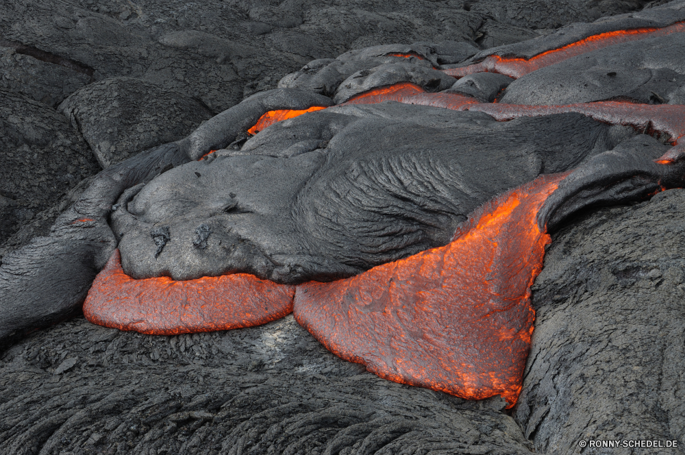 Lava Vulkan Berg natürliche Höhe geologische formation Orange Flamme Feuer heiß Textur Wasser im freien Schließen Fels Fisch Wärme Stein Oberfläche Muster schwarz Braun Sommer gelb Brennen Rauch natürliche Licht Farbe Grill Grill Insel alt im freien Kohle Detail Kochen Teich bunte dunkel Hintergrund Hintergründe Esche Essen Picknick Holz closeup Rau schmutzig Fleisch Reisen volcano mountain natural elevation geological formation orange flame fire hot texture water outdoor close rock fish heat stone surface pattern black brown summer yellow burn smoke natural light color barbecue grill island old outdoors coal detail cooking pond colorful dark backdrop backgrounds ash food picnic wood closeup rough dirty meat travel