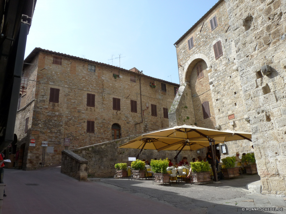 San Gimignano Festung Gebäude Architektur Kloster alt Fassade Kirche Haus Stein Turm Mauer religiöse Residenz Antike Geschichte mittelalterliche Residenz Himmel Backstein Fenster Religion Tourismus Stadt Wahrzeichen Schloss Stadt Reisen historischen historische Kathedrale Tourist Bau Denkmal Palast Ruine religiöse Bogen Kreuz Dach Wohnung Jahrhundert Struktur Universität Kapelle Dorf Tür Schule Landschaft Gebäude Startseite Kultur Katholische Tor Erbe St. traditionelle aussenansicht Fluss Orthodoxe St Wolke Baum Mitte Windows Wohn Gott England Befestigung Sonne Kunst Gras Tempel fortress building architecture monastery old facade church house stone tower wall religious residence ancient history medieval residence sky brick window religion tourism town landmark castle city travel historic historical cathedral tourist construction monument palace ruin religious arch cross roof dwelling century structure university chapel village door school landscape buildings home culture catholic gate heritage saint traditional exterior river orthodox st cloud tree middle windows residential god england fortification sun art grass temple