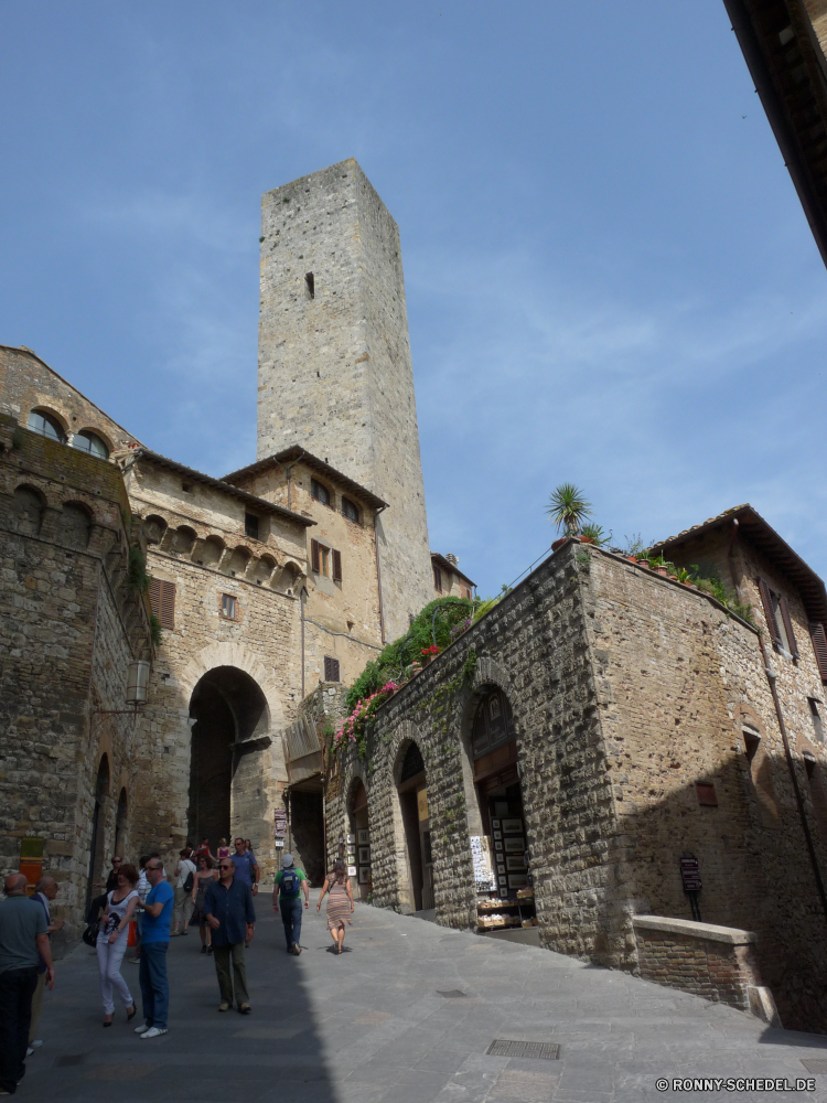 San Gimignano Ringwall Architektur Schloss alt Festung Antike Stein Geschichte Befestigung Gebäude Reisen Kirche Denkmal Tourismus Wahrzeichen Turm mittelalterliche historischen historische Kathedrale Religion Stadt Bogen Palast Himmel Mauer Tempel Ruine Backstein Tourist Struktur Ruine Kloster Defensive Struktur Stadt Roman berühmte religiöse Fassade Kultur Brücke Haus Tor aussenansicht Ziel Jahrhundert Fenster Tür Bau Bögen Besichtigungen Landschaft Eingang Erbe architektonische Fluss Archäologie Katholische gebaut Residenz Tag Festung Wände Kunst Typische sonnig St. Dorf Wolken Gebäude Spalte traditionelle religiöse Residenz Urlaub rampart architecture castle old fortress ancient stone history fortification building travel church monument tourism landmark tower medieval historic historical cathedral religion city arch palace sky wall temple ruin brick tourist structure ruins monastery defensive structure town roman famous religious facade culture bridge house gate exterior destination century window door construction arches sightseeing landscape entrance heritage architectural river archeology catholic built residence day fort walls art typical sunny saint village clouds buildings column traditional religious residence vacation