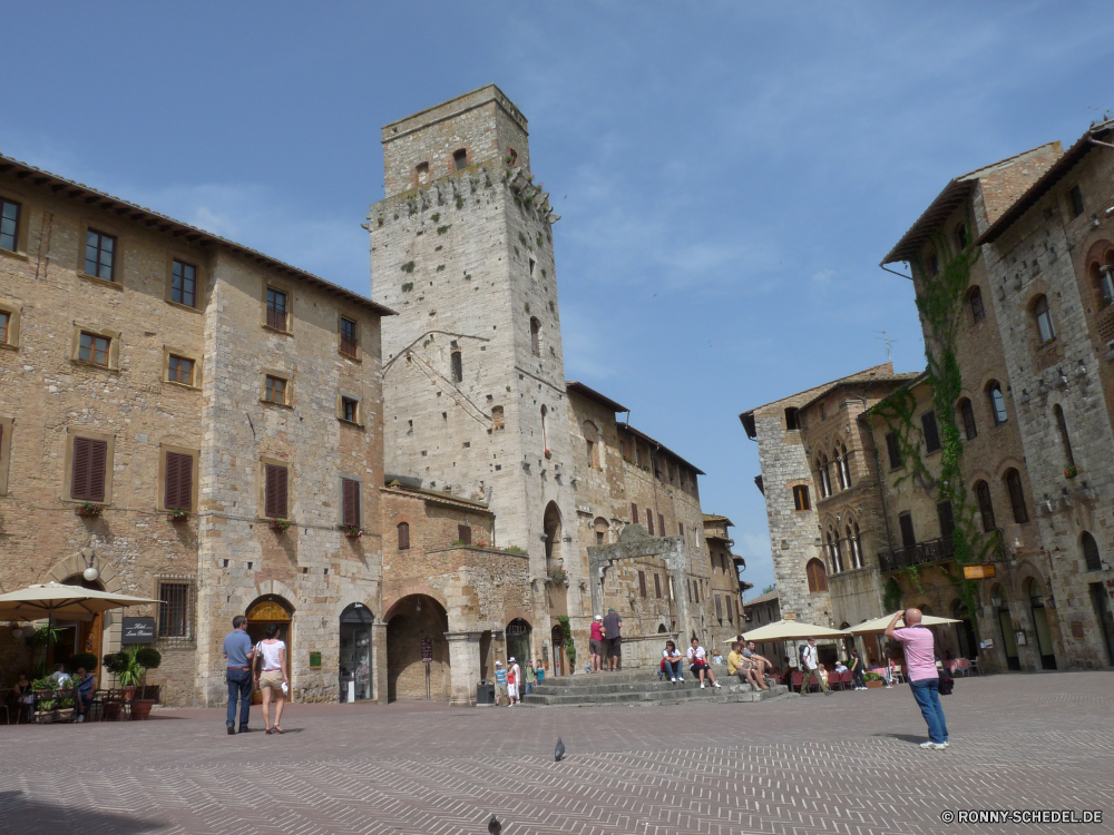 San Gimignano Schloss Ringwall Festung Palast Architektur Befestigung Antike alt mittelalterliche Turm Stein Gebäude historischen Reisen Tourismus Geschichte Wahrzeichen Mauer Stadt Himmel Struktur historische Denkmal Defensive Struktur Kirche Fassade Tourist England Stadt Kloster Haus Ruine Residenz Backstein Türme Erbe Kathedrale Festung Mitte aussenansicht Tor Königliche Dorf Ziel Bau Kultur berühmte Wolken Fluss Wände Ruine im freien Eingang Hügel Bogen Fenster Religion Kirchenburg Felsenburg architektonische sonnig Brücke Urlaub Landschaft Königreich Verteidigung König Häuser Tür Gebäude Perspektive religiöse Residenz Gras Bäume Tag castle rampart fortress palace architecture fortification ancient old medieval tower stone building historic travel tourism history landmark wall city sky structure historical monument defensive structure church facade tourist england town monastery house ruin residence brick towers heritage cathedral fort middle exterior gate royal village destination construction culture famous clouds river walls ruins outdoors entrance hill arch window religion fortified stronghold architectural sunny bridge vacation landscape kingdom defense king houses door buildings perspective religious residence grass trees day