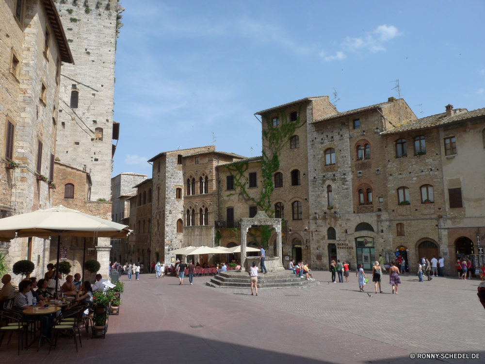 San Gimignano Palast Architektur Gebäude Schloss Ringwall Festung Reisen Geschichte historischen Struktur Stadt Tourismus alt Bogen Denkmal Antike Triumphbogen Haus Wahrzeichen Himmel Stein Turm Gedenkstätte Residenz Befestigung Tourist historische mittelalterliche berühmte Fassade England Kirche Königliche Platz Erbe Mauer Stadt Straße Bau Kathedrale Universität Platz Statue Defensive Struktur Kultur Stadtansicht Tag König Attraktion Hauptstadt Hochschule Flag Sommer Festung Besuchen Sie sonnig Skulptur Wohnung Wolken Ziel Fenster Fluss Startseite lizenzfreie Jahrhundert Roman Backstein Antik Tor Tour gebaut nationalen Urlaub Gras palace architecture building castle rampart fortress travel history historic structure city tourism old arch monument ancient triumphal arch house landmark sky stone tower memorial residence fortification tourist historical medieval famous facade england church royal square heritage wall town street construction cathedral university place statue defensive structure culture cityscape day king attraction capital college flag summer fort visit sunny sculpture dwelling clouds destination window river home royalty century roman brick antique gate tour built national holiday grass