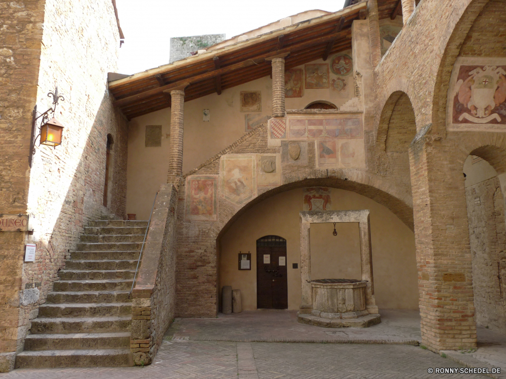 San Gimignano Architektur Gebäude alt Antike Mauer Stein Gefängnis Tür Geschichte Fassade Stadt Fenster Correctional institution Backstein Kirche Haus Religion Tourismus mittelalterliche Bogen historischen Stadt Eingang Strafvollzugsanstalt Reisen historische Festung Straße Struktur Kultur aussenansicht Bau Zelle Balkon Kloster Residenz Palast Urban Institution Wahrzeichen Schloss Dach Turm Startseite Tor Tourist Kathedrale traditionelle Erbe Untergeschoss Antik architektonische Szene Denkmal Platz Dorf Himmel Gebäude Halle Holz Jahrgang Attraktion Kunst berühmte aus Holz religiöse Residenz Spalte Katholische Tempel Lagerhaus Wohn Gasse religiöse Detail Public house architecture building old ancient wall stone prison door history facade city window correctional institution brick church house religion tourism medieval arch historic town entrance penal institution travel historical fortress street structure culture exterior construction cell balcony monastery residence palace urban institution landmark castle roof tower home gate tourist cathedral traditional heritage basement antique architectural scene monument place village sky buildings hall wood vintage attraction art famous wooden religious residence column catholic temple warehouse residential alley religious detail public house