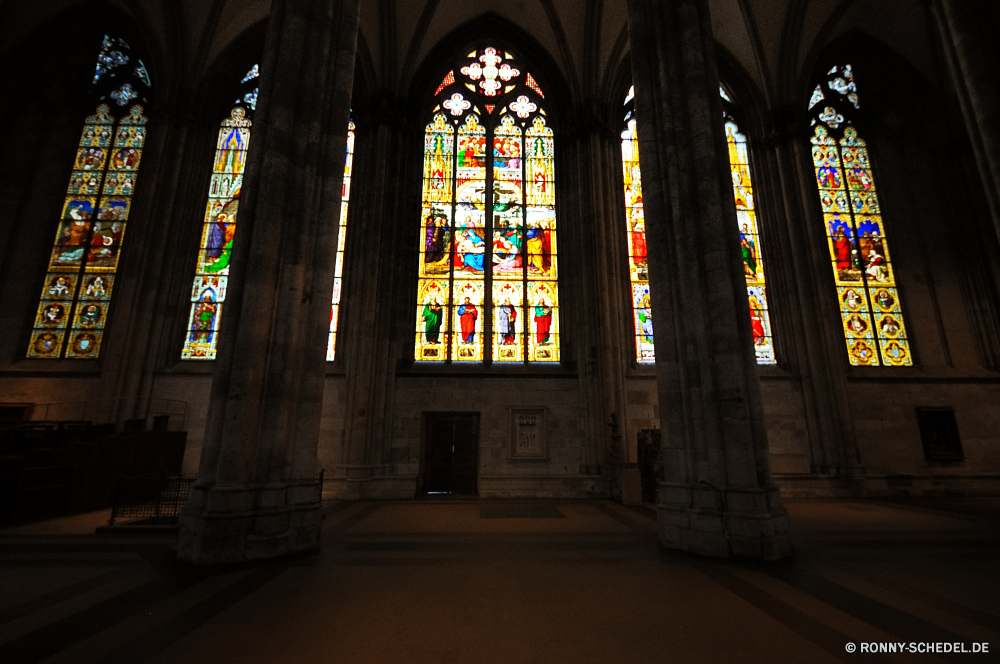 Kölner Dom Kathedrale Kirche Architektur Gewölbe Religion Dach Gebäude Altar alt Katholische Fenster religiöse Schutzüberzug historischen Innenraum Bogen Wahrzeichen Antike Gott Struktur heilig glauben Bespannung Kapelle Geschichte Spalte berühmte Stein Reisen Kunst Katholizismus Gottesdienst mittelalterliche Kreuz Stadt beten St. historische Denkmal Decke Innenseite Tür Bögen Gebet Licht Tourismus Glas St Rahmen Eingang architektonische Abtei befleckt Spiritualität Detail Halle heilig Weltanschauung Dekoration Kultur Tourist Skulptur Tragkonstruktion Basilika Spalten Kloster Tempel Mauer Indoor Jahrgang Gold Palast Orgel Kuppel Marmor Platz Platz cathedral church architecture vault religion roof building altar old catholic window religious protective covering historic interior arch landmark ancient god structure holy faith covering chapel history column famous stone travel art catholicism worship medieval cross city pray saint historical monument ceiling inside door arches prayer light tourism glass st framework entrance architectural abbey stained spirituality detail hall sacred belief decoration culture tourist sculpture supporting structure basilica columns monastery temple wall indoor vintage gold palace organ dome marble place square