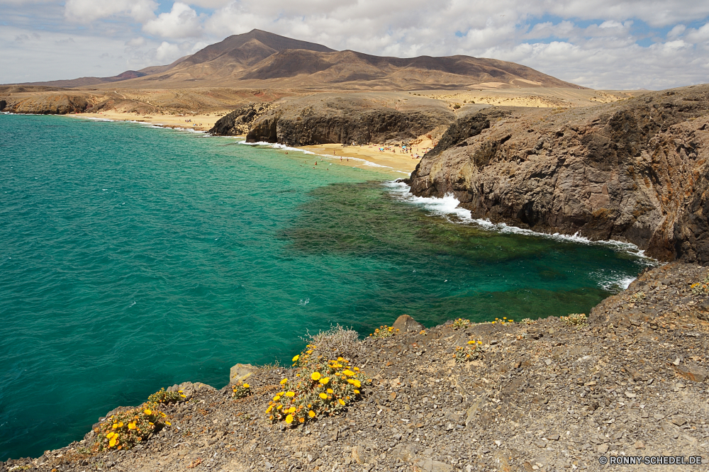 Lanzarote Vorgebirge Meer natürliche Höhe Küste geologische formation Landschaft Strand Ozean Wasser Reisen Küste Fels Ufer Berg Himmel Sand Klippe Urlaub Insel Bucht Sommer im freien Hügel Tourismus Felsen Wellen seelandschaft landschaftlich Sonne Park Szenerie Welle Küstenlinie Szene Urlaub Berge Baum Kap im freien Stein Surf Panorama felsigen Wolke sonnig See Pazifik ruhige Tropischer Küste Horizont natürliche natürliche depression Hochland Wald Becken Paradies Wolken Klippen Entspannen Sie sich Fluss Türkis Ziel Tag Wetter Spitze am Meer Tourist Körper des Wassers Ruhe nationalen Erholung klar Wildnis Gras Süden Palm Umgebung Sonnenlicht Wild hoch Landschaften Steine idyllische Urlaub Stadt Frühling Licht entspannende promontory sea natural elevation coast geological formation landscape beach ocean water travel coastline rock shore mountain sky sand cliff vacation island bay summer outdoor hill tourism rocks waves seascape scenic sun park scenery wave shoreline scene holiday mountains tree cape outdoors stone surf panorama rocky cloud sunny lake pacific tranquil tropical coastal horizon natural natural depression highland forest basin paradise clouds cliffs relax river turquoise destination day weather peak seaside tourist body of water calm national recreation clear wilderness grass south palm environment sunlight wild high scenics stones idyllic vacations city spring light relaxing