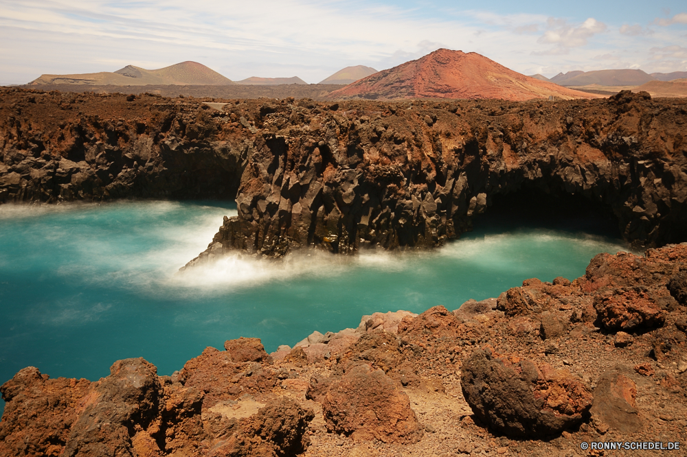 Lanzarote Vorgebirge natürliche Höhe geologische formation Strand Ozean Küste Meer Landschaft Wasser Reisen Ufer Küste Fels Himmel Urlaub Sand Bucht Welle Sommer Klippe Berg Wellen Insel Felsen Sonne landschaftlich Surf Tourismus im freien felsigen seelandschaft Urlaub Stein im freien Szenerie Küstenlinie Szene Park sonnig Pazifik natürliche Wolken Tropischer am Meer Körper des Wassers ruhige Paradies Hügel Ziel Küste Wolke Türkis Horizont Umgebung Baum Berge Entspannen Sie sich Becken Tag See natürliche depression Urlaub Frühling Ruhe Tourist Klippen Meeresküste friedliche Fluss Wetter Panorama Gras gelassene idyllische Süden Vulkan Sonnenlicht Gezeiten klar Sturm bewölkt Licht Lagune Landschaften Steine Pflanze nationalen Sonnenuntergang Erholung promontory natural elevation geological formation beach ocean coast sea landscape water travel shore coastline rock sky vacation sand bay wave summer cliff mountain waves island rocks sun scenic surf tourism outdoor rocky seascape holiday stone outdoors scenery shoreline scene park sunny pacific natural clouds tropical seaside body of water tranquil paradise hill destination coastal cloud turquoise horizon environment tree mountains relax basin day lake natural depression vacations spring calm tourist cliffs seashore peaceful river weather panorama grass serene idyllic south volcano sunlight tide clear storm cloudy light lagoon scenics stones plant national sunset recreation