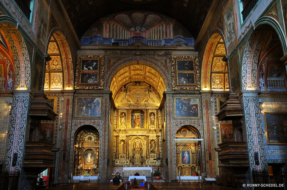 Funchal Altar Struktur Kirche Kathedrale Architektur Religion Gebäude religiöse alt Katholische historischen Wahrzeichen heilig Gott Reisen Geschichte Innenraum Tourismus Fenster Stadt Gottesdienst Kunst Kapelle beten Kreuz Bogen berühmte St. glauben Antike historische Katholizismus Kultur Spalte Innenseite mittelalterliche Tür Denkmal Stein Glas Eingang Gold Decke Detail St Gebet Spiritualität Skulptur Licht Kuppel Turm Palast Tourist Dekoration Bögen heilig befleckt architektonische Platz Ziel Tempel Jahrgang Fassade Himmel Stil Nacht Basilika Halle Verzierung Statue Mauer Hauptstadt Haus aussenansicht verzieren Indoor Abtei Urban Bibel Roman Weltanschauung Marmor Golden Erbe Bau spirituelle dekoriert Dach Attraktion Gewölbe Stadt Urlaub altar structure church cathedral architecture religion building religious old catholic historic landmark holy god travel history interior tourism window city worship art chapel pray cross arch famous saint faith ancient historical catholicism culture column inside medieval door monument stone glass entrance gold ceiling detail st prayer spirituality sculpture light dome tower palace tourist decoration arches sacred stained architectural place destination temple vintage facade sky style night basilica hall ornament statue wall capital house exterior ornate indoor abbey urban bible roman belief marble golden heritage construction spiritual decorated roof attraction vault town vacation