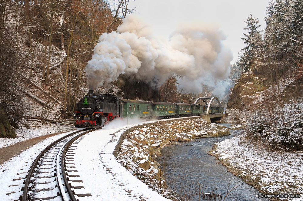 Weißeritztalbahn Schnee Dampflokomotive Lokomotive Wetter Rauch Dampf Winter Landschaft Himmel Straße Radfahrzeug kalt Bäume Umgebung Park Wolke Baum Wasser Wärme landschaftlich Berg Reisen Track Gefahr im freien Fahrzeug Wolken Wald Sonne Umweltverschmutzung Frost Ozean gefroren Entwicklung des ländlichen Eis Fels Eruption heiß Transport Brennen Vulkan Geysir macht Szene bewölkt Industrie Landschaft nationalen im freien Szenerie vulkanische Eisenbahn Land Zug Sturm außerhalb Meer Saison Insel alt am Morgen Horizont Lava Krater Geologie chemical weapon Nebel natürliche gefährliche Laufwerk Sonnenaufgang Feuer Frühling Straße Luft Verkehr Sonnenuntergang Licht Fluss Gebäude schneebedeckt abgedeckt Morgenröte Nebel Energie Pfad Tourismus Reflexion Waffe friedliche Branch Industrielle weapon of mass destruction Fabrik Einfrieren Schornstein snow steam locomotive locomotive weather smoke steam winter landscape sky road wheeled vehicle cold trees environment park cloud tree water heat scenic mountain travel track danger outdoors vehicle clouds forest sun pollution frost ocean frozen rural ice rock eruption hot transportation burning volcano geyser power scene cloudy industry countryside national outdoor scenery volcanic railway country train storm outside sea season island old morning horizon lava crater geology chemical weapon mist natural dangerous drive sunrise fire spring street air transport sunset light river building snowy covered dawn fog energy path tourism reflection weapon peaceful branch industrial weapon of mass destruction factory freeze chimney