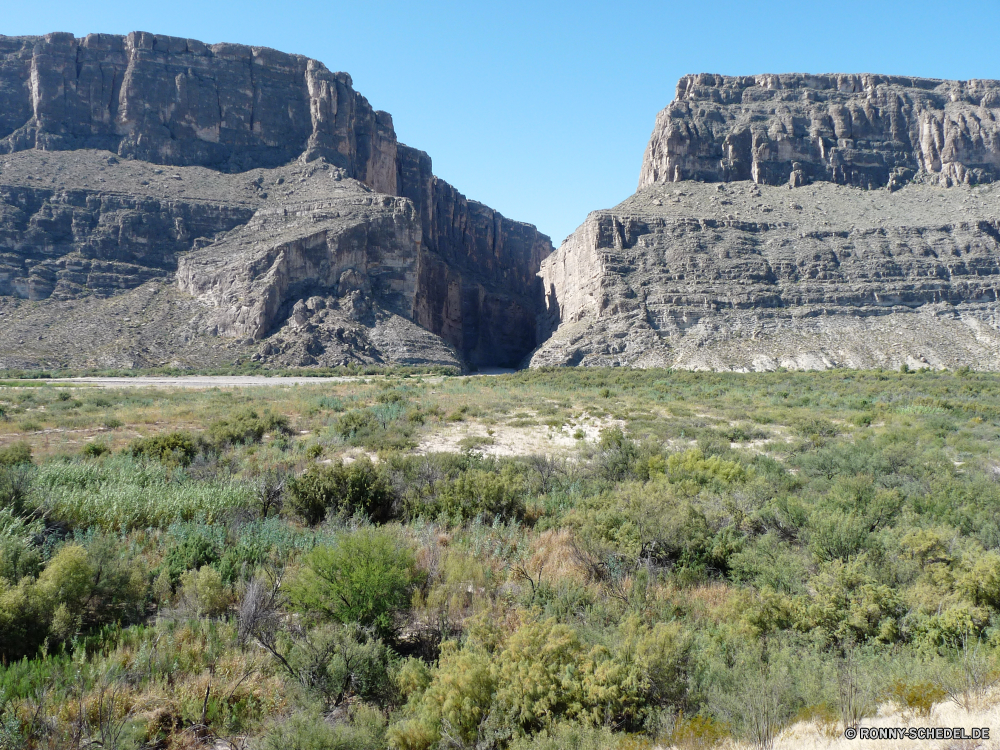 Big Bend National Park Schlucht Berg Klippe Landschaft Berge Fels Tal geologische formation Park Himmel nationalen Reisen Wildnis Stein Tourismus Bereich Schlucht landschaftlich Bäume Baum Felsen Hügel Steigung Spitze im freien im freien Wald Geologie Urlaub Sommer Wolken Aufstieg Wüste Szenerie Fluss felsigen Wahrzeichen natürliche depression Hochland natürliche Bildung Linie Tourist Wandern hoch Antike Wasser Aushöhlung Sandstein Umgebung Panorama Urlaub alt Grand Panorama Wild Wolke Mauer Sonne Landschaften Gras Land Ziel Nach oben Straße Geschichte geologische Südwesten Szene Farbe Aussicht Hügel Busch Abenteuer Gebäude Frühling Tag Land canyon mountain cliff landscape mountains rock valley geological formation park sky national travel wilderness stone tourism range ravine scenic trees tree rocks hill slope peak outdoors outdoor forest geology vacation summer clouds ascent desert scenery river rocky landmark natural depression highland natural formation line tourist hiking high ancient water erosion sandstone environment panorama holiday old grand panoramic wild cloud wall sun landscapes grass land destination top road history geological southwest scene color vista hills bush adventure building spring day country